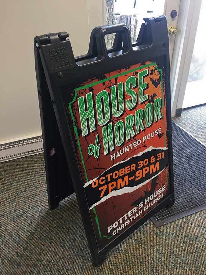 sign-sandwich-board-signacade-haunted-house-0418
