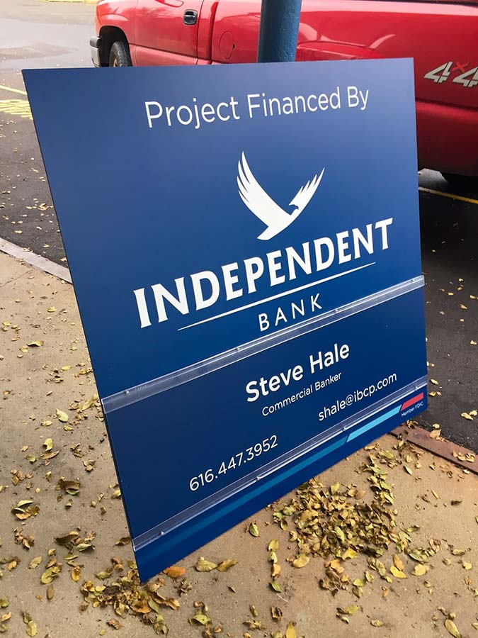 signs-post-independent-bank-0759-cc